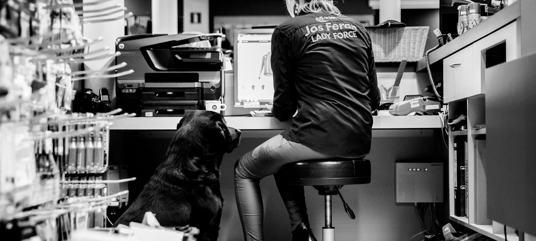 Jos Feron - Ingrid met een hond