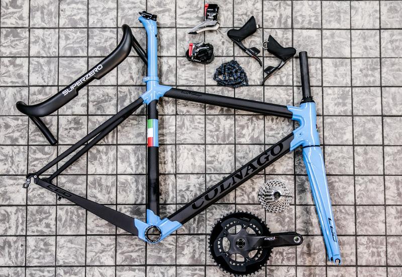 Jos Feron - Colnago fiets in onderdelen op de grond