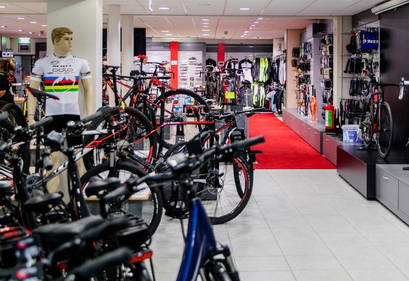 Jos Feron - Showroom met fietsen